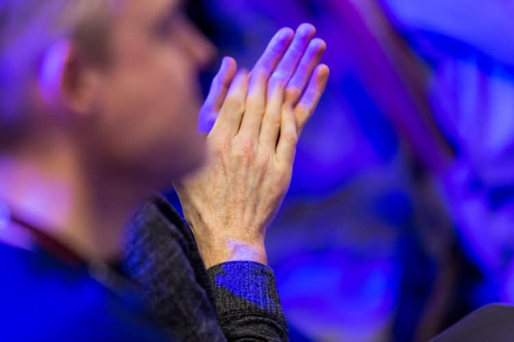 hands clapping, audience, conference, social media