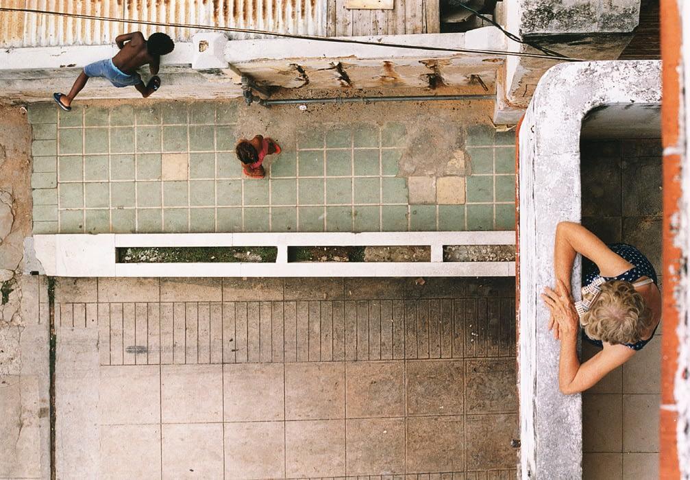 Cuba, Havana, Balcony, 2 children, Granny, birds eye